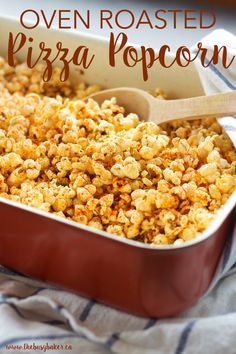 Popcorn Recipes that will Make Movie Night Delicious - - Popcorn recipes for every season. Jazz up your movie night or game night and make your own popcorn using one of these 25 popcorn recipes. Gourmet Popcorn, Popcorn Snacks, Popcorn Bowl, Movie Night Snacks, Night Food, Movie Nights, Snack Recipes, Dinner Recipes, Cooking Recipes