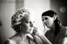 getting ready pictures, getting ready, oregon wedding, eugene wedding, bride getting ready, candid pictures, www.annenunnphotography.com