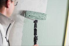 När du målar på tapet är förarbetet och en bra metod avgörande. Läs mer om hur du gör för att lyckas med att måla på tapeten här! Toilet Paper, Tutorials, Toilet Paper Rolls, Teaching