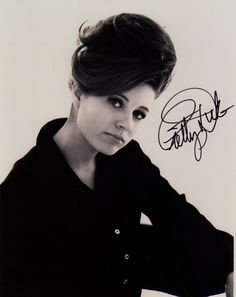 NICE SHOT OF PATTY DUKE AS NEELY O'HARA FROM THE 1967 FILM VALLEY OF THE DOLLS 8 X 10 PHOTO SIGNED BY PATTY DUKE