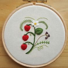 Strawberries stumpwork embroidery. It's just a small project fits in 4 inch hoop. #embroidery #stitching #needlework #handmade #fiberart #hoopart #stumpwork