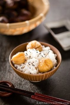 Chestnut Rice recipe - A traditional Japanese fall rice recipe, this aromatic chestnut rice with black sesame and a pinch of salt is perfect for fall evenings.