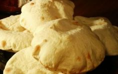 Pane arabo con il Bimby - Ricetta per preparare il pane arabo in poco tempo servendosi del Bimby, l'elettrodomestico che permette di cuocere i cibi perfettamente, ottendendo un risultato ottimale.