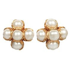 Elegant CHANEL Pearl Cluster Earrings 1994s