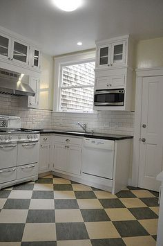 3 Creative Tricks Can Change Your Life: Kitchen Remodel Wall Removal Decor farmhouse kitchen remodel benjamin moore.Farmhouse Kitchen Remodel Benjamin Moore eat in galley kitchen remodel. 1930s Kitchen, Updated Kitchen, Vintage Kitchen, Vintage Stove, Galley Kitchen Remodel, Kitchen Redo, New Kitchen, Kitchen White, Ranch Kitchen