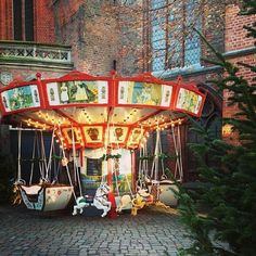 One more #redbrickfriday until Christmas! We wish you a wonderful weekend with a lot of time to spend with your loved ones enjoying home-made cookies, Christmas carols and maybe even a warm fireplace! Pic by @katzenkarussell #visitluebeck #lübeck #visitgermany #comeseesh #einsmuttur #instagramde #redbrick #church #christmastime #christmasmarket #weihnachtsmarkt #merrygoround #winter #advent #itschristmastime #hohoho