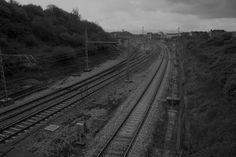 """""""Viaje a través de las vías del tren 6520″ Lugo de llanera, Asturias / Bernardo Guerra"""
