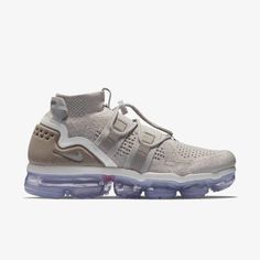 AH6834-205 Nie Air Vapormax Flyknit Utility Particle Moon #nike #nikeair #vapormax #nikevapormax #follow4follow #TagsForLikes #photooftheday #fashion #style #stylish #ootd #outfitoftheday #lookoftheday #fashiongram #shoes #kicks #sneakerheads #solecollector #soleonfire #nicekicks Nike Air Vapormax, Nike Basketball Shoes, Sport Chic, Sneakers Nike, Nike Shoes, Nike Free, Running Shoes, Men's Outfits, Casual Outfits