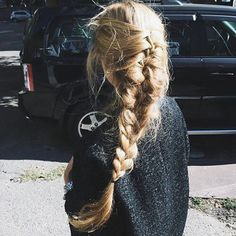 These are the 25 best hair tutorials from Pinterest, which are tried from various beautiful fashion bloggers. If you want to try new hairstyles but don't now how to do it, these tutorials will be very helpful to you. If you like one, please share it with your friends and keep following us for new