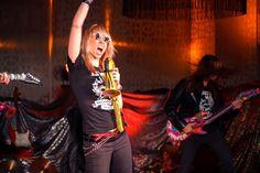 Raskaan työn päälle on myös tarjolla raskaita huveja. Bileet Solitalla ovat legendaarisia. 6.9.2012 Solitalla juhlittiin rockilla asenteella Tampereen Gloriassa.