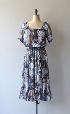 Vintage 1970s lightweight and washable polyester dress with pretty, large scale floral print, blouson bodice with elastic neckline that can be also