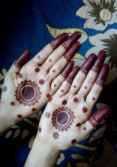 Are you looking for easy mehndi designs for eid that you can try at home? We have collected some of the simple and elegant look mehndi designs for you. Henna Hand Designs, Mehndi Designs Finger, Palm Mehndi Design, Mehndi Designs For Beginners, Mehndi Designs For Fingers, Mehndi Art Designs, Mehndi Design Pictures, Beautiful Mehndi Design, Mehandi Design Simple