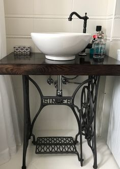 5 creative ideas for bathroom furniture made from reused materials – diy bathroom ideas Vintage Industrial Furniture, Repurposed Furniture, Rustic Furniture, Diy Furniture, Furniture Makeover, Steampunk Furniture, Furniture Dolly, Furniture Refinishing, Painting Furniture