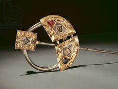 Annular brooch, Ardagh Hoard, Reerasta, County Limerick, Viking Age (silver-gilt), Celtic, (9th century) / National Museum of Ireland, Dublin, Ireland / Photo © Boltin Picture Library / Bridgeman Images