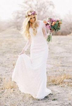 Prachtige Bohemian trouwjurk van kant met lange mouw & sleep