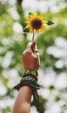 Sunflower(via free people) Tournesol, le Soleil. Hippie Vibes, Hippie Love, Hippie Chick, Hippie Gypsy, Hippie Style, Hippie Things, Gypsy Soul, Happy Hippie, Bohemian Style