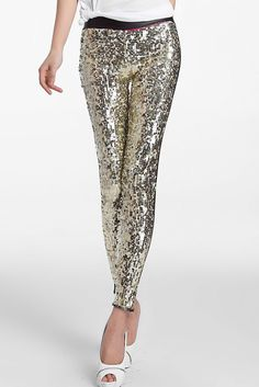 This is the sequins spliced PU Leggings and it gives you a sexy sporty look but it also slims and trims your body. It is a gorgeous black legging with a glittering front panel that is absolutely perfe Shiny Leggings, Black Leggings, Women's Leggings, Leather Leggings, Leggins Casual, Sexy Dresses, Fashion Dresses, Color Dorado, Slim Pants