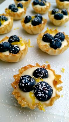 Perfect Little Lemon Blueberry Tartlets – Dinner Is Served Things I am willing to fuss over for many hours or days: cassoulet; demi glace, a perfectly smoked pork shoulder. Things I can barely stand to spend more than 30 minutes preparing…. Lemon Desserts, Lemon Recipes, Tart Recipes, Mini Desserts, Just Desserts, Delicious Desserts, Dessert Recipes, Finger Desserts, Tea Party Desserts