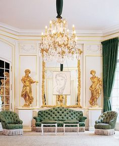 See the Interiors of Yves Saint Laurent's Former Shop in Paris Yves Saint Laurent Paris, St Laurent, French Apartment, Paris Home, Classic Living Room, Paris Shopping, French Interior, Paris Photos, Architectural Digest