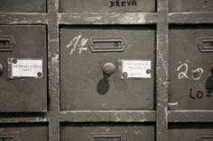 Oude vakkenkast. Oude kasten en kasten op maat gemaakt van oud hout bij Jan van IJken Oude Bouwmaterialen in Eemnes. www.oudebouwmaterialen.nl