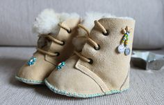 Fashion you cant miss Baby Kids Clothes, Diy Clothes, Felt Baby Shoes, Baby Sewing Projects, Mode Blog, Baby Boots, Pretty Baby, Couture, Diy For Kids