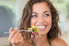 The items you eat will decide the health of your teeth and gums. There are foods both good and bad for your oral health so Know about some of the best foods for healthy teeth and oral hygiene. Dental Health, Oral Health, Teeth Health, Homemade Toothpaste, Health Activities, Health Resources, Health Education, Salud Natural, Healthy Teeth