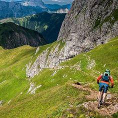 Trail surfing in styria … little Monday afternoon bike and hike session. #bikefex #graz #austria #mountainbiking #eisenerzerreichenstein http://ift.tt/1tiA28U