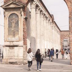 """Promenade sur les colonnes San Lorenzo - """"24 heures à Milan (ou ma journée de non fashion victim)"""" by @Voyagesetc"""