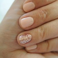 one nail glitter with nude