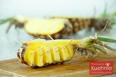 #Pomysł na dekoracyjne zaserwowanie #ananas.a  http://pozytywnakuchnia.pl/dekoracyjne-podanie-ananasa/  #howto