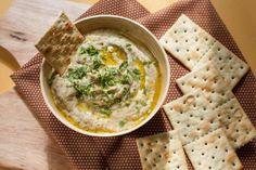 Вкуснейший дип из баклажанов — веганский рецепт. Бабагануш — нежный крем из баклажана Бабагануш - блюдо, похожее на хумус, но более нежное по консистенции. Это вкуснейшая паста из запеченных баклажанов, популярное блюдо арабской кухни. Любителям хумуса очень рекомендую!