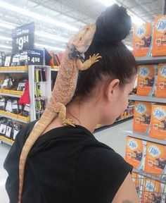 Weirdest People Of Walmart Entertain You And Build Your Day. Take A Look At These Weird People Of Walmart That Are On Another Level Of Funny People. People Of Walmart, Only At Walmart, Funny Photos Of People, Funny People, Funny Pictures, Crazy Pictures, Funny Things, Funny Stuff, Walmart Shoppers