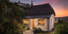 Exterior of Siren cottage in Cornwall