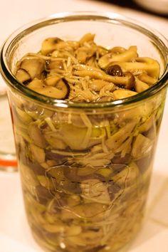やみつききのこのマリネ【レシピ】 | Yoshiko Sullivanの素敵なBoston Life Cafe Food, Japanese Food, Vegan Vegetarian, Pickles, Cucumber, Side Dishes, Stuffed Mushrooms, Food And Drink, Cooking Recipes