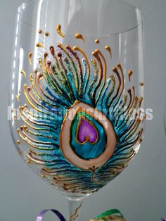 This listing is for set of 2 glasses Wine glass art. Peacock feather. Oversized wine glasses. Set of 2 Unique wine glasses. Hand painted with two peacock feathers – big and small. Saturated bright purple, light blue, green and gold paint colors Charming gift for wedding,