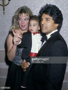 Erik Estrada ex su esposa con su hijo.