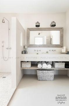 Blanc / Pierre / Bois / Miroir cadre / Receveur en galets