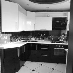 Маленькая чёрно-белая кухня Kitchen Room Design, Kitchen Cabinet Design, Home Decor Kitchen, Interior Design Kitchen, Modern Kitchen Interiors, Contemporary Kitchen Design, Gothic Kitchen, Kitchen Modular, Diy Kitchen Cabinets
