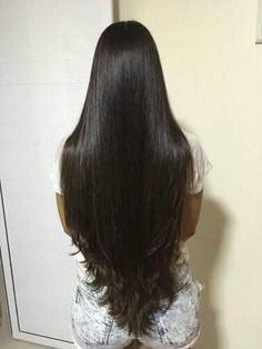 Indian fashion and style is largely ruled by the Bollywood celebrities and therefore when an Indian celebrity changes their hairstyle Long Dark Hair, Long Layered Hair, Very Long Hair, Haircuts For Long Hair With Layers, Long Hair Cuts, Straight Hair, Beautiful Long Hair, Gorgeous Hair, Long Indian Hair