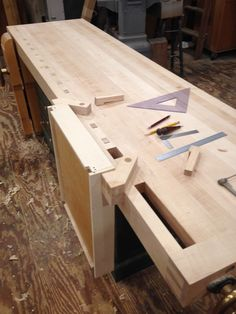 Small Workbench, Tool Workbench, Woodworking Bench Vise, Fine Woodworking, Woodworking Projects, Workbench Ideas, Tool Bench, Wood Tools, Wood Projects