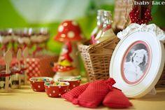 Pormenor mesa Capuchinho Vermelho / Little Red Riding Hood table detail
