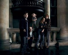 Still of Rupert Grint, Daniel Radcliffe and Emma Watson in Harry Potter and the Deathly Hallows: Part 1 - Here, Dobby is at Malfoy Manor to defy his old masters and rescue Harry from the clutches of Bellatrix Lestrange. Photo Harry Potter, Images Harry Potter, Harry Potter Love, Harry Potter Universal, Harry Potter World, Dobby Harry Potter, Ron Y Hermione, Ginny Weasley, Hermione Granger