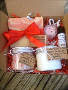 Holiday Gift Set PepperMint Spa Gift Gift Bath Set Soap Set with Soap Lotion Body Scrub Lip Scrub and Lip Unique Christmas Gifts, Holiday Gifts, Christmas Gifts For Sister, Holiday Gift Baskets, Bad Set, Birthday Gifts For Sister, Diy Birthday, Birthday Ideas, Spa Gifts