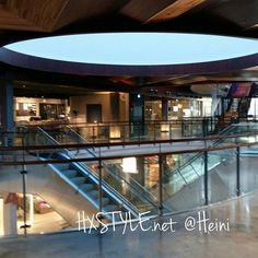 RAVINTOLAT&KAHVILAT. UUSI&Trendikäs KORTTELI... Kampin ostoskeskus 5. Krs.  Ravintoloita, kahvila ja muita palveluita. Olen tutustunut jo 2, Kahvila ja Ravintolaan INFO BLOGISSA....Viihtyisä, kiva ja Ihana paikka KAMPPI&5.krs. SUOSITTELEN. Nähdään. HYMY @kamppi @kortteli #helsinki #ravintolat #ruokajajuomablogi #ruokapaikka #kahvila #blogi #ruoka #ruokablogi #tykkään #ihana 🍜🔝📰🌍👀💡☺😉👌💓🔑📚🎵