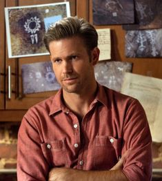 Alaric Is Team Delena Alaric (Matt Davis) made his alliegance clear in Season 4, Episode 22, The Walking Dead. He handed the cure to Damon and told him to get the girl. Team: Delena