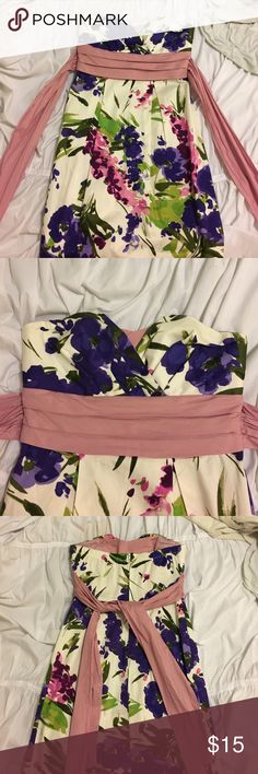 Floral dress Perfect dress for spring or summer. Great for weddings and super cute. Size 5. Trixxi Dresses Strapless