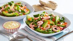 Chiken salad with cheesevege Caprese Salad, Pasta Salad, Cobb Salad, Zucchini, Brown Bread, Creme Fraiche, Kung Pao Chicken, Vinaigrette, Carne