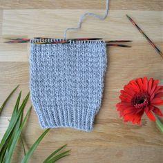 7 helppoa ideaa sukanvarteen - oikea ja nurja silmukka riittävät! Crochet Socks, Knitted Hats, Knit Crochet, Knitting Stitches, Knitting Socks, Foundation, Handicraft, Stitch Patterns, Blog