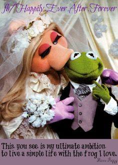 Miss Piggy and Kermit. ♥