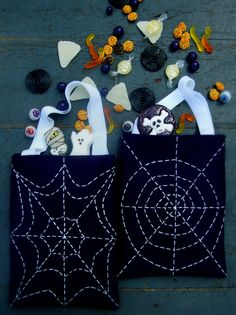 Yesterday, I featured Lion Brand Yarn's cute knit trick or treat bags, but if you aren't a knitter, don't fret. Here's a simple sewn and hand embroidered version of a trick or treat bag from Molly ...